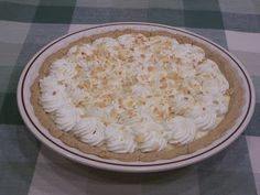 Low Carb Banana-Coconut Cream Pie - (using banana extract, with optional small banana) Makes 8 servings @ 8 carbs each - carb count includes the crust which is made from a fairly higher carb baking mix, so ***net carbs of actual filling is quite low!! / Delicious Low Carb Recipes