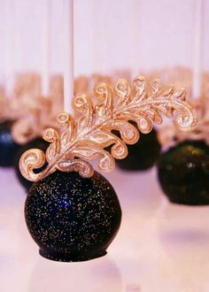 Vintage vegas glam cakepops by Evie and Mallow.