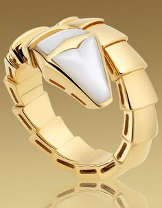 serpenti ring in yellow gold with mother of pearl bulgari