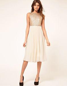 Vergrößern TFNC – Mittellanges Kleid mit paillettenbesetztem Mieder