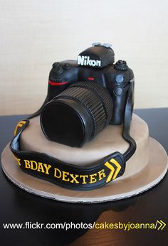 Camera Cake! by TheCakingGirl, via Flickr