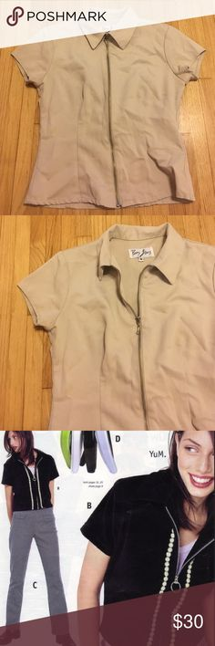 90s Cool Tan Zipper Top Such a cool 90s vintage zipper top! This is structured & not stretchy. Super cool! Will fit a small-medium. Beige color Zara Tops