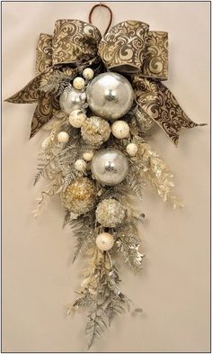 Christmas wreaths for front door, swag christmas ornaments unique . Christmas wreaths for front door, swag christmas ornaments unique . Christmas Swags, Noel Christmas, All Things Christmas, Winter Christmas, Christmas Ornaments, Ornaments Ideas, Christmas Christmas, Holiday Wreaths, Burlap Christmas