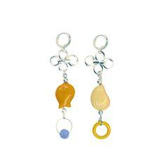 Petite paire de boucles d'oreilles colorée très facile à réaliser. Un maillon de chaîne, quelques perles et le tour est joué ! #ladroguerie #bijoux