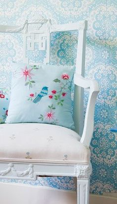 Room Seven - Meisjeskamer behang Dentelle - Tom & Lilly Shabby Chic, Creation Deco, Deco Floral, Take A Seat, Cottage Style, Cozy Cottage, Blue Bird, My Dream Home, Sweet Home