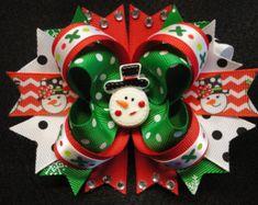Boutique de Navidad muñeco de nieve apilados de pelo arco rojo/verde/blanco/negro 5,0 Diy Bow, Diy Hair Bows, Christmas Hair Bows, Christmas Ornaments, Bow Board, Baby Mittens, Bow Making, Boutique Bows, Girls Bows