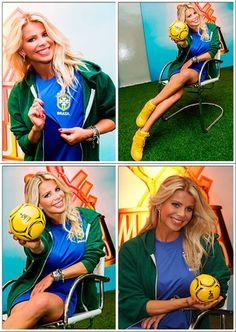 A bola produzida pela SATURNO BRINDES nas mãos de Karina Bacchi, foi utilizada em evento da emissora SBT (Menino de Ouro)!