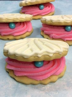 Disney Inspired Clam Shell Little Mermaid Biscuits · The Inspiration Edit under the sea themed party food Disney Inspired The Little mermaid shells. Great for a party. Disney Cakes, Disney Food, Little Mermaid Parties, The Little Mermaid, Mermaid Party Food, Sea Themed Party Food, Disney Themed Party, Themed Parties, Mermaid Cookies