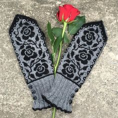 Ravelry: Ruffles and Roses pattern by JennyPenny fingerlose Fäustlinge Ruffles and Roses pattern by JennyPenny Knitted Mittens Pattern, Fair Isle Knitting Patterns, Crochet Animal Patterns, Knit Mittens, Knitting Charts, Knitting Stitches, Baby Knitting, Knitted Hats, Ravelry