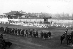 고종황제(高宗皇帝) 장례식(葬禮式) Emperor Gojong Funeral Seoul, Korea, 1919  photographer Albert Wilder Taylor (1875-1948)  대한문 앞에 도열한 일본 육군 의장병.