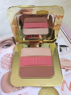 Get an up close look at the new 2016 Limited Edition Tom Ford Soleil Collection Contouring Palette. Swatches, review, and product giveaway.