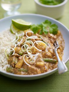 Home Meridian Recipes Chicken and Cashew Thai Curry How To Cook Chicken, Cooked Chicken, Chicken Curry, Red Curry Paste, Cashew Butter, Healthy Recipes, Healthy Meals, Green Beans, Chicken Recipes