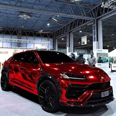 Chrome design of Lamborghini Urus 🔥Rate this beauty in comment👇🏻 F. - Luxury Cars World - Exotic cars Luxury Sports Cars, Top 10 Luxury Cars, Exotic Sports Cars, Sport Cars, Exotic Cars, Bugatti Veyron, Bmw F 800 R, Yamaha Xjr, Porsche Autos