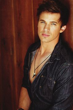 matt lanter----HELLO!!!!