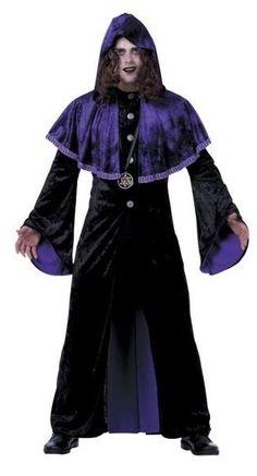 Disfraz de sacerdote maligno. Mucha más variedad en www.martinfloressl.es