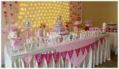 Baby shower niña. Its a girl. Luces y mucho rosa