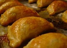 Empanadas are little pockets of goodness! Savory or sweet they are the best snacks or full out meal . Mexican Dishes, Mexican Food Recipes, Beef Recipes, Cooking Recipes, Mexican Bread, I Love Food, Good Food, Yummy Food, Beignets