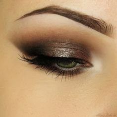 This 'Good Girl' look by AlicjaJ Make Up shows off Makeup Geek Eyeshadows in Corrupt and Unexpected + Makeup Geek Foiled Eyeshadow in Mesmerized.