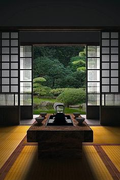How To Add Japanese Style To Your Home Japanese room, Washitsu 和室 clean lines, simplicity and symmetrical balance Japanese Interior Design, Japanese Design, Country Interior Design, Interior Garden, Contemporary Interior, Room Interior, Interior Ideas, Symmetrical Balance, Washitsu