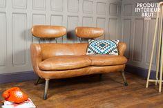 Pour un style résolument vintage optez pour ce fauteuil qui offrira du cachet à votre intérieur. Vous apprécierez surement son piétement en compas métallique qui vous garantira une très bonne stabilité et offrira un contraste charmeur avec la couleur de son cuir de caractère.