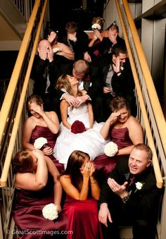 Funny Wedding Photo Poses http://ilsognodiunavita-thedreamofmylife.blogspot.it/2013/10/funny-wedding-photo-poses_26.html