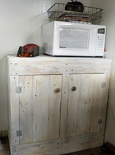 We will be doing this since we need a microwave stand and storage! I have been looking for a microwave stand, now I know why I can't find one I like. This shall be painted black (Shabby Love: Pallet Cabinet) Microwave Stand, Microwave Cabinet, Microwave Cart, Kitchen Cupboards, Pallet Cabinet, Pallet Shelves, Pallet Pantry, Pallet Dresser, Cabinet Stain