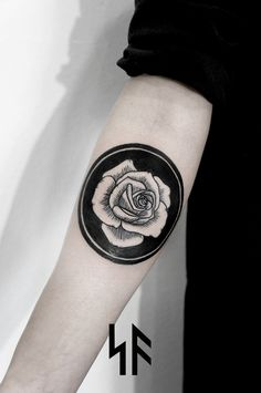 Circle rose black forearm tattoo / SV.A