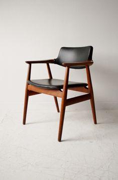 Johannes Andersen Danish teak vintage desk chair. Tapizada en curro negro