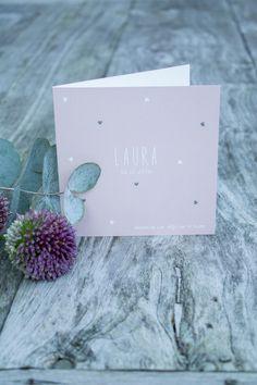 Roze geboortekaartje van meisje Laura met hartjes, ontwerp door Leesign - www.leesign.nl #leesign #geboortekaart #geboortekaartje #roze #hartje #meisje