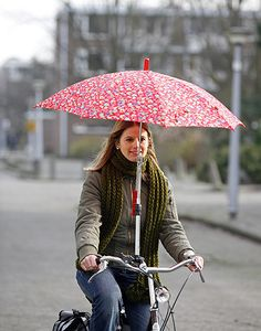 Rain and snow can be the worst enemy of a commute home by bike. So I rounded up some creative and stylish ways to stay dry and stylish while you ride your bike.