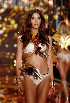 THINGS {SHE} LOVES: Pittsburgh Wedding Planner | Victoria's Secret Fashion Show 2014  #victoriasecret #victorias #secret #fashionshow #fashion #show #2014 #london #angels #runway #wings #taylorswift #arianagrande #alessandra #lace #sexy #fierce #inspiration #lingerie #gold