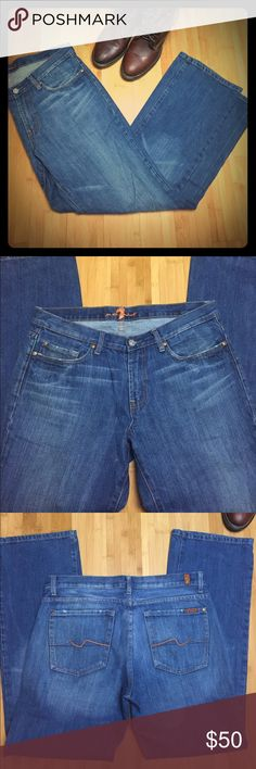 "Men's 7 For All Mankind Bootcut Jeans Medium/Light blue 7 For All Mankind bootcut jeans. Only worn twice so they are still in great condition! 5 pockets. Size 33, inseam 32"". The quality in the brand of jeans is incredible! 7 For All Mankind Jeans Bootcut"