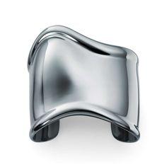 Elsa Peretti® charcoal-color Bone cuff in ruthenium, medium.