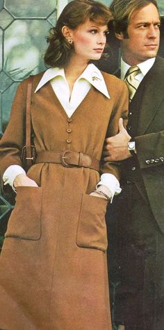 Vogue Paris Original Hopkins is wearing a creation by Nina Ricci. 70s Fashion, Fashion Models, Vintage Fashion, Dress Up Outfits, Dresses, Brown Dress, Vintage Vogue, Vogue Paris, 70's Style