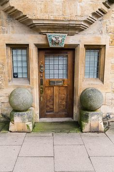 What are those two large spheres? Canonballs? Love the door - Chipping Campden, Gloustershire, UK