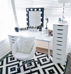 Makeup Room Ideas room DIY (Makeup room decor) Makeup Storage Ideas For Small Space - Tags: makeup room ideas makeup room decor makeup room furniture makeup room design My New Room, My Room, Rangement Makeup, Vanity Room, Mirror Room, Vanity Decor, Diy Vanity, Alex Drawer Vanity, Makeup Vanity With Drawers