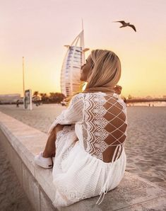 Dubai Sunset by via Dubai Vacation, Dubai Travel, Foto Dubai, Dubai Fashion Week, Dubai Fashionista, Living In Dubai, Beach Poses, Visit Dubai, Girl Photography Poses