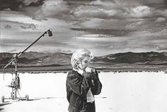 """Eve Arnold fotografa sul set di """"The Misfits"""""""