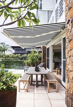 Architect Philip Corben and interior stylist Lucy Purchas Corben created the perfect holiday house, named Ayindi, in Byron Bay. Outdoor Rooms, Outdoor Living, Outdoor Decor, Outdoor Benches, Porches, Orient House, Outdoor Awnings, Deck Awnings, Outdoor Blinds