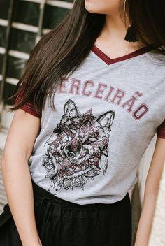 #camisetasdeformandos #formatura #formandos #terceirão #ensinomedio #camisetasterceirão #camisetascriativasterceirão Intramuros, Teen Wolf, Justin Bieber, T Shirts For Women, School, Casual, How To Make, Outfits, Wallpaper
