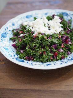 Kale salad w pomegranate seeds and feta