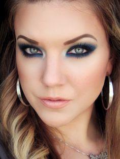 Gorgeous Dramatic Blue smokey eye look by The Beautiful Life Of The Girl Next Door Kiss Makeup, Beauty Makeup, Hair Makeup, Hair Beauty, Gorgeous Makeup, Pretty Makeup, Makeup Looks, Blue Smokey Eye, Blue Makeup