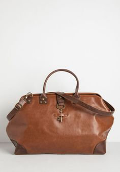 Gift ideas for Stylish Travelers -- get them travel accessories that they'll use and that look as good as they do, like this gorgeous leather weekender bag from Modcloth. They'll travel in style. Unique Backpacks, Tote Backpack, Weekender Tote, Vintage Bags, Retro Vintage, Carry On Luggage, Cute Bags, Resort Wear, Modcloth