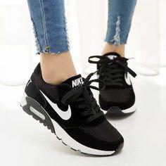 Women's/men's running trainers walking sneakers shock absorbing sports shoes - Source by women shoes Women's Shoes, Nike Shoes, Sneakers Nike, Shoe Boots, Mens Running Trainers, Running Shoes, Sports Trainers, Nike Running, Sneakers Fashion Outfits