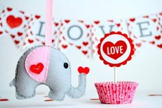 Sew a cute elephant for Vday(: