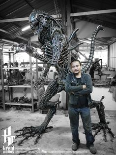 Recycled Metal Cruel Monster & 8 ft height by Kreatworks Cardboard Sculpture, Art Sculpture, Xenomorph, Art En Acier, Giger Alien, Les Aliens, Arte Alien, Hobby Shops Near Me, Steel Art