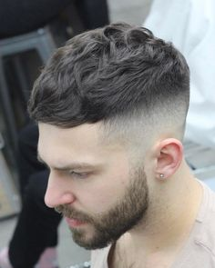 These top haircuts for men are the most flattering classic cuts and some of the latest trends. Whether it's for short or longer hair, fine or thick, all of these men's hairstyles look good and Young Men Haircuts, Top Haircuts For Men, Cool Hairstyles For Men, Hairstyles Haircuts, Stylish Hairstyles, Funky Hairstyles, Formal Hairstyles, Wavy Hair Men, Short Hair Cuts