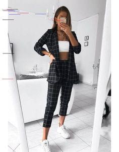 Black pants + jacket set - Informations About Schwarze Hose + Jackenset - Harvey C Mode Outfits, Chic Outfits, Trendy Outfits, Summer Outfits, Fashion Outfits, Winter Outfits, Fashion Ideas, Classy Outfits, Dress Outfits