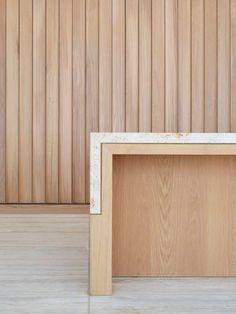 Striated wall panels and reception desk – – Office İnterior İdeas Layout Design, Küchen Design, Interior Design Inspiration, Decor Interior Design, Commercial Design, Commercial Interiors, Architecture Details, Interior Architecture, Reception Desk Design