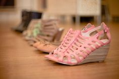 Fotografía: Diana Sandoval  Producción: Daliz Londoño Diana, Wedges, Shoes, Fashion, Rose Trees, Zapatos, Moda, Shoes Outlet, Fashion Styles